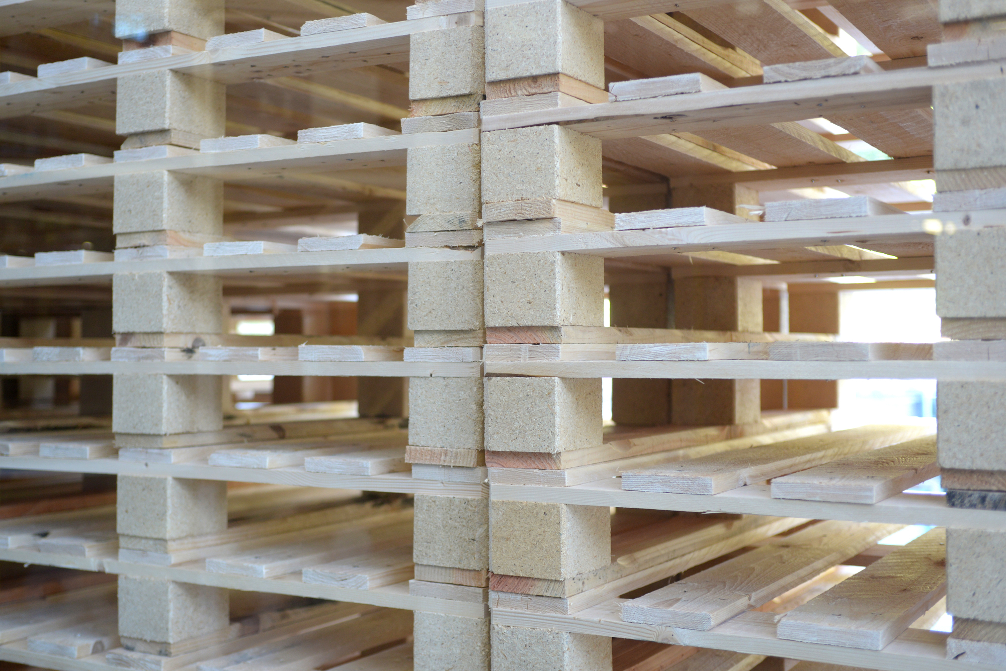 stack of new pallets near me.